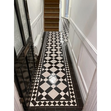 Edinburgh black & white with Rochester border victorian floor tile design