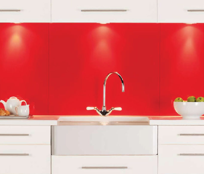 Red glass splashback Mekong & Ebro