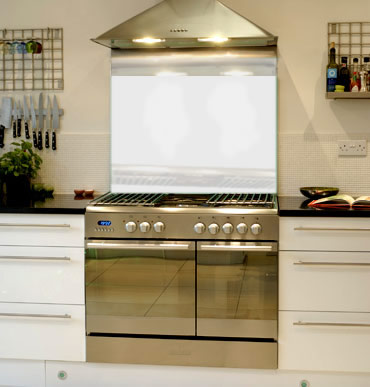 White glass splashback Arctic